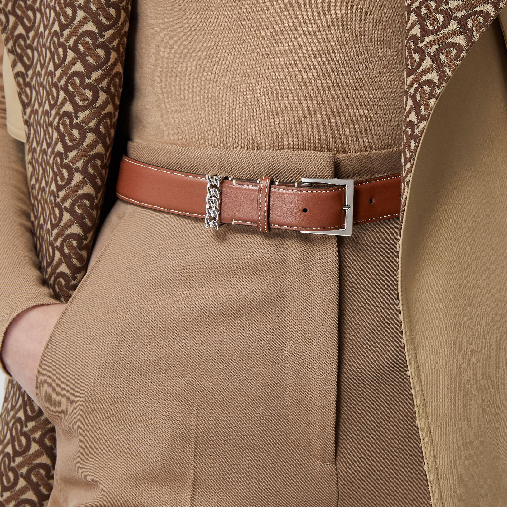 Chain Detail Topstitched Leather Belt in Tan/ecru - Women | Burberry - gallery image 2