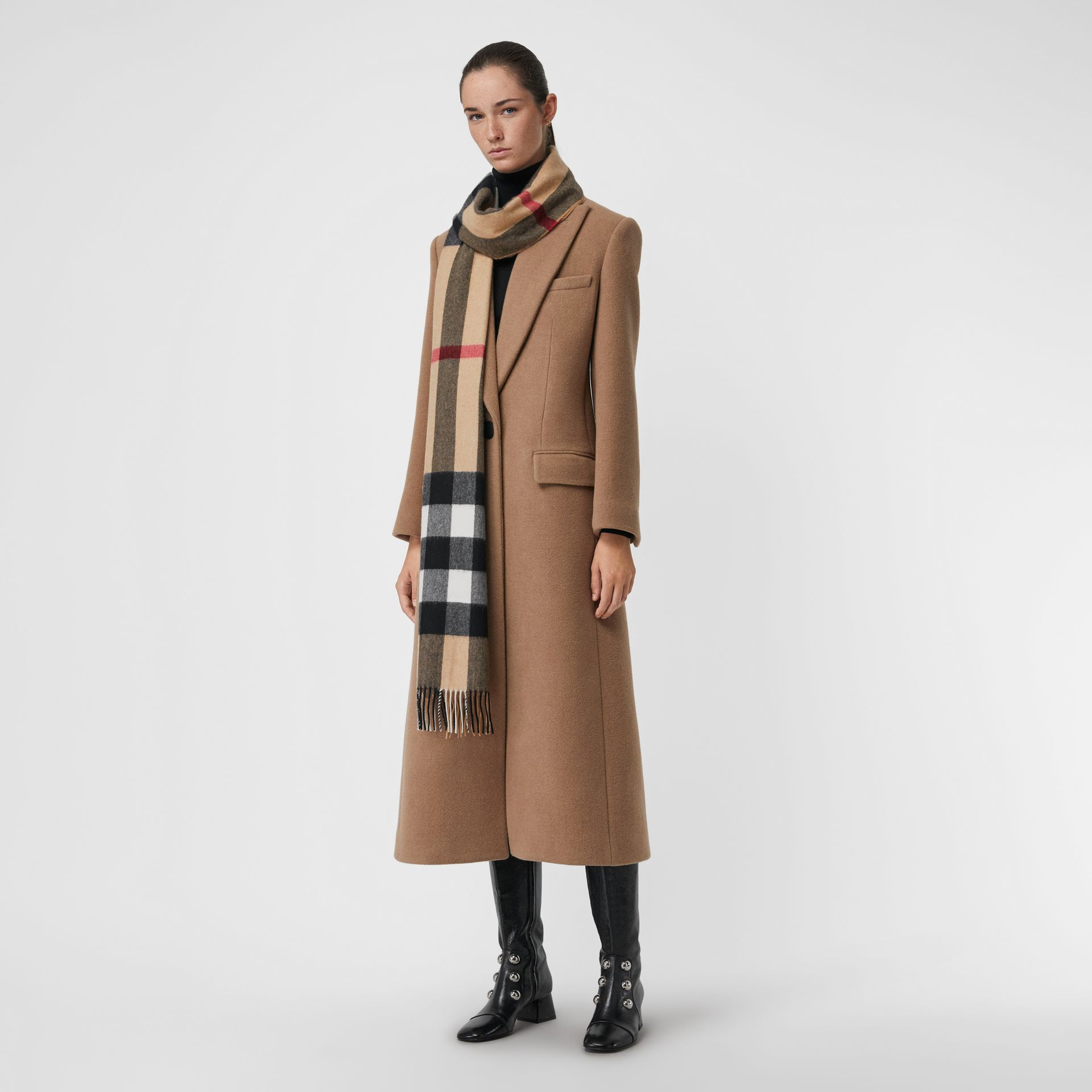 The Large Classic Cashmere Scarf in Check in Camel | Burberry United States - gallery image 2