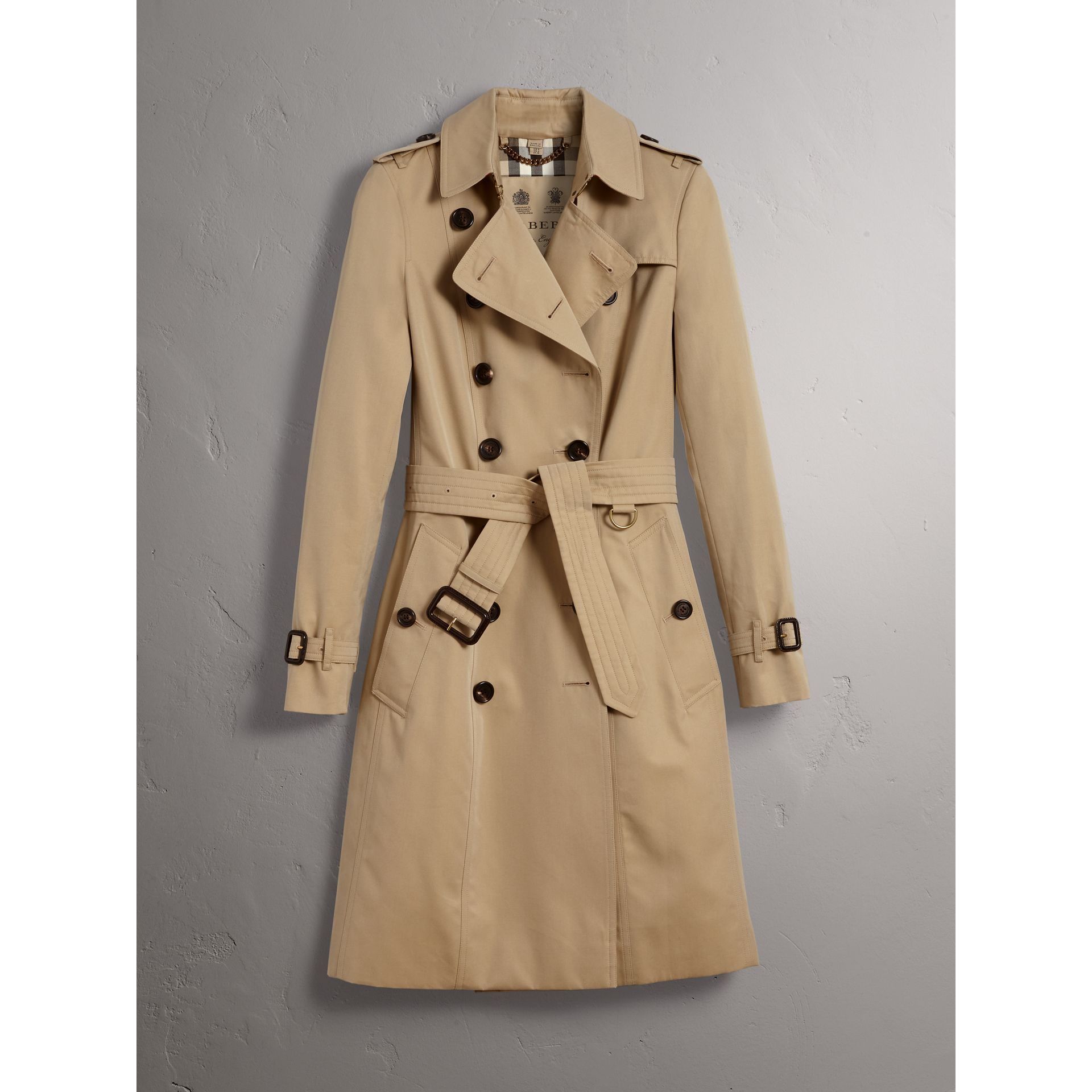 The Chelsea – Long Trench Coat in Honey - Women | Burberry - gallery image 4