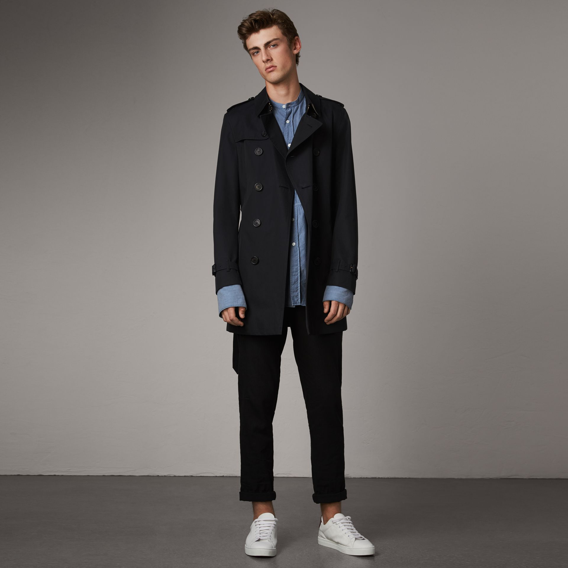 The Chelsea – Short Trench Coat in Navy - Men | Burberry - gallery image 0