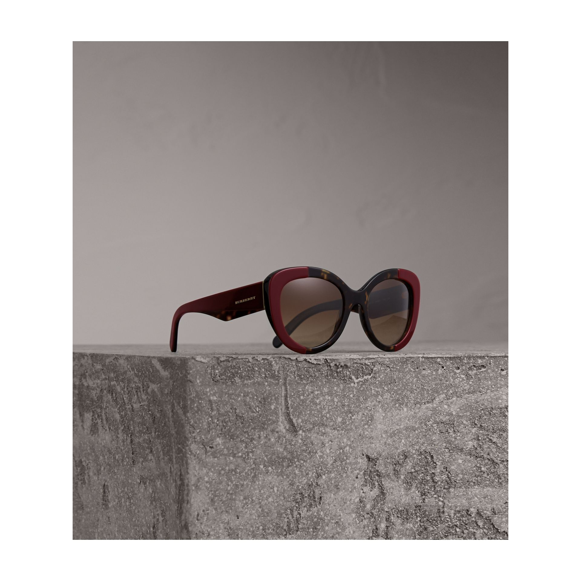 Round Frame Sunglasses in Burgundy - Women | Burberry United Kingdom - gallery image 1