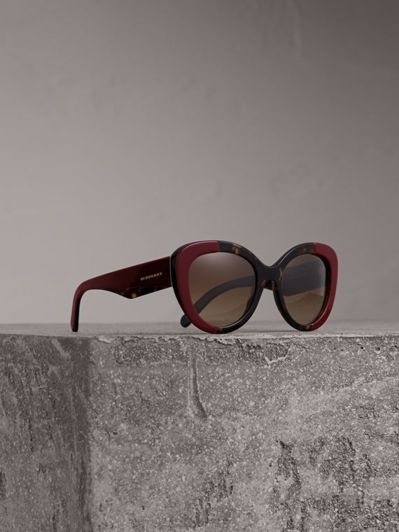 Round Frame Sunglasses in Burgundy - Women | Burberry Singapore