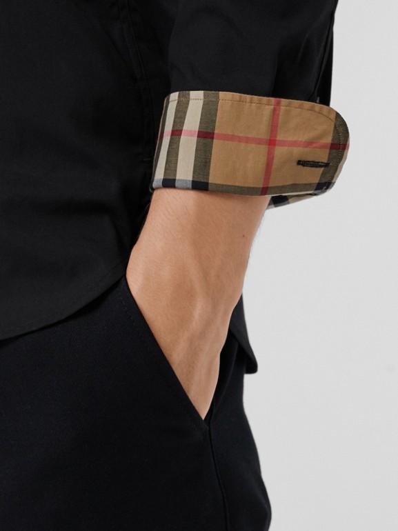 Chemise en popeline de coton extensible avec poignets à motif check (Noir) - Homme | Burberry Canada - cell image 1