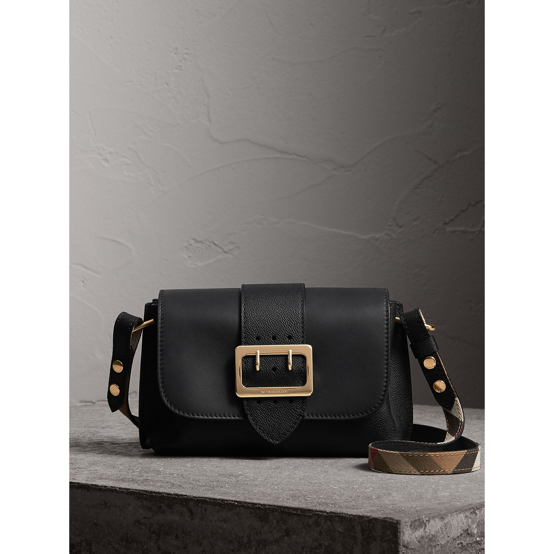 Sac à bandoulière The Buckle en cuir (Noir) - Femme | Burberry - photo de la galerie 1