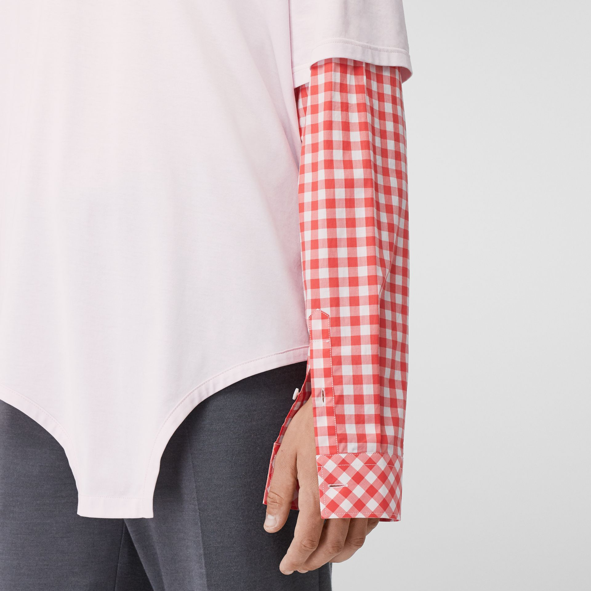 Gingham Sleeve Cut-out Hem Cotton Oversized T-shirt in Pale Pink | Burberry - gallery image 4