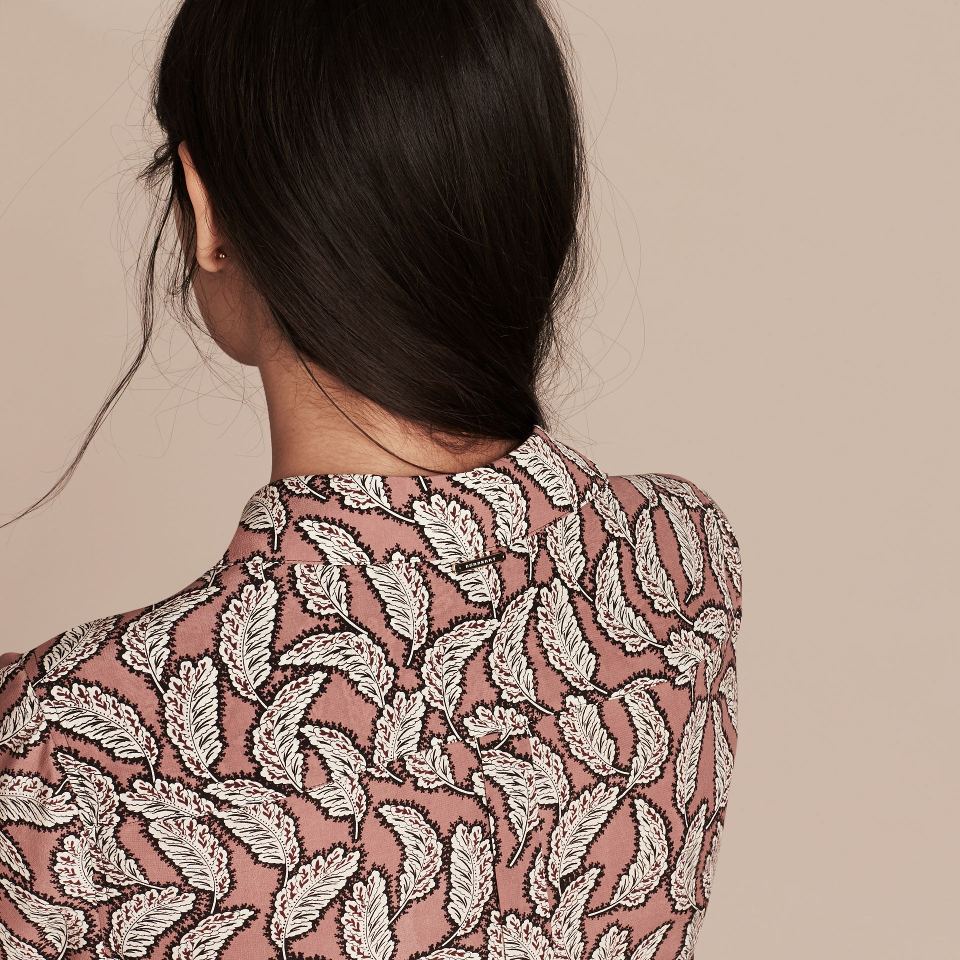 Rosa pálido Camisa de seda con estampado de hojas Rosa Pálido - imagen de la galería 5