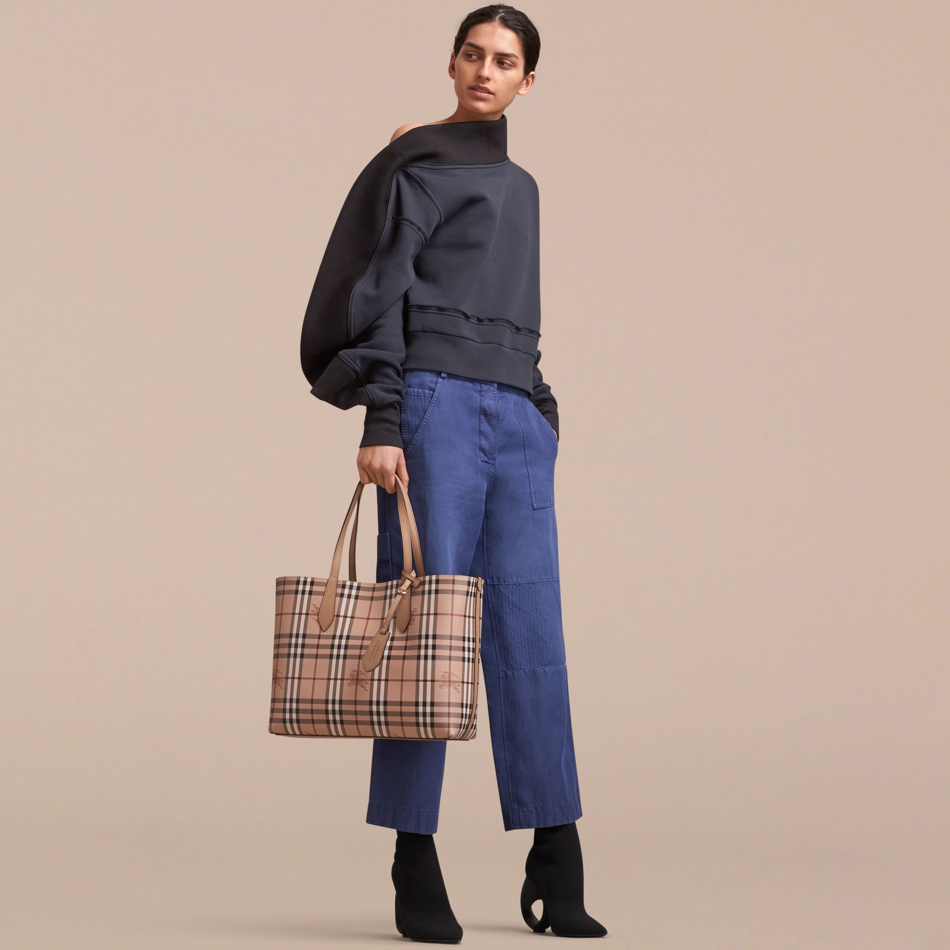 The Medium Reversible Tote in Haymarket Check and Leather in Mid Camel - Women | Burberry Singapore - gallery image 4
