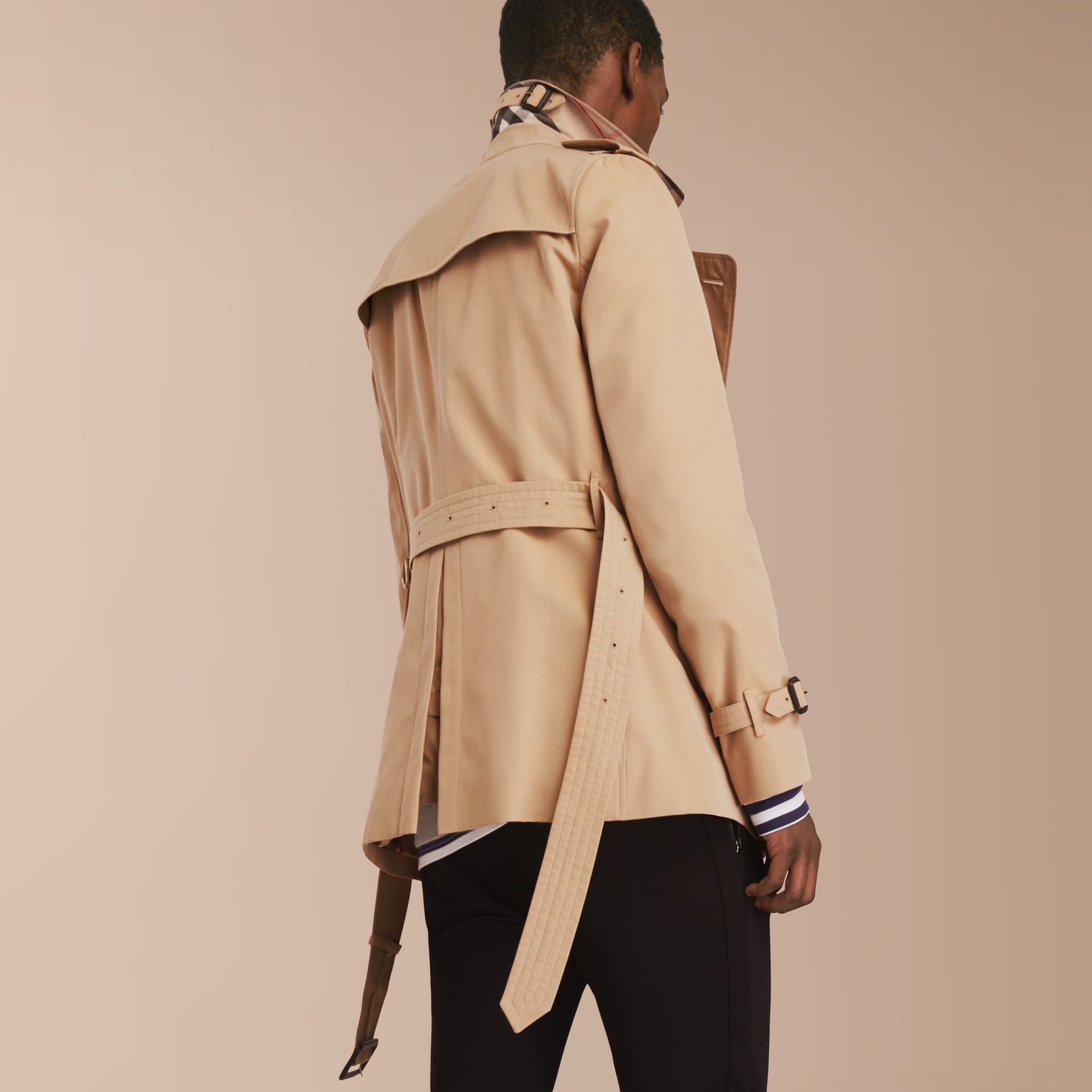 The Sandringham – Short Heritage Trench Coat in Honey - Men | Burberry Australia - gallery image 3