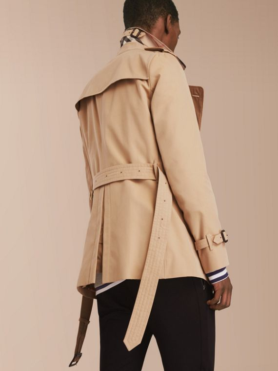 The Sandringham – Short Heritage Trench Coat in Honey - Men | Burberry - cell image 2