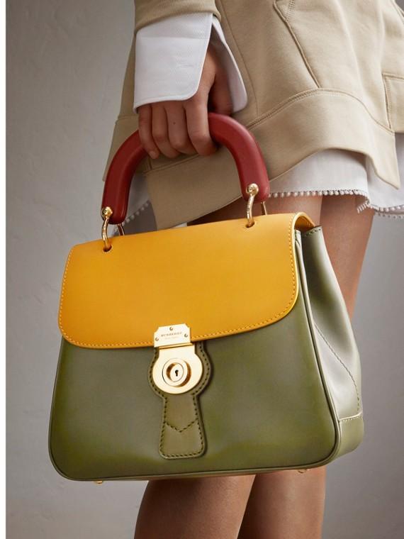 Le sac à main en cuir trench Vert Mousse/jaune Ocre