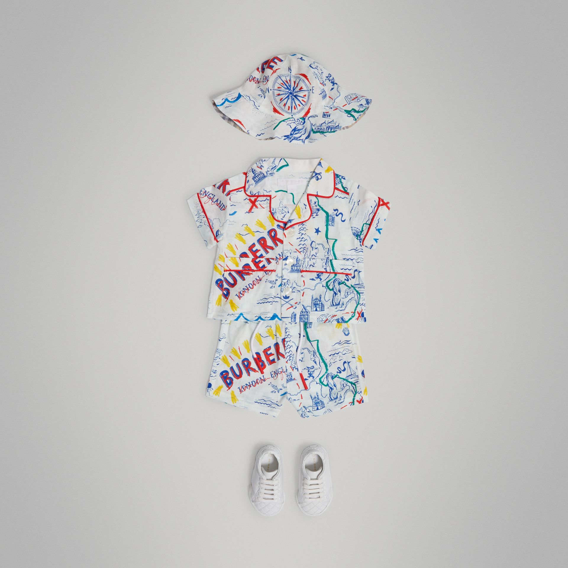 Adventure Print Linen Three-piece Baby Gift Set in Sand | Burberry - gallery image 0
