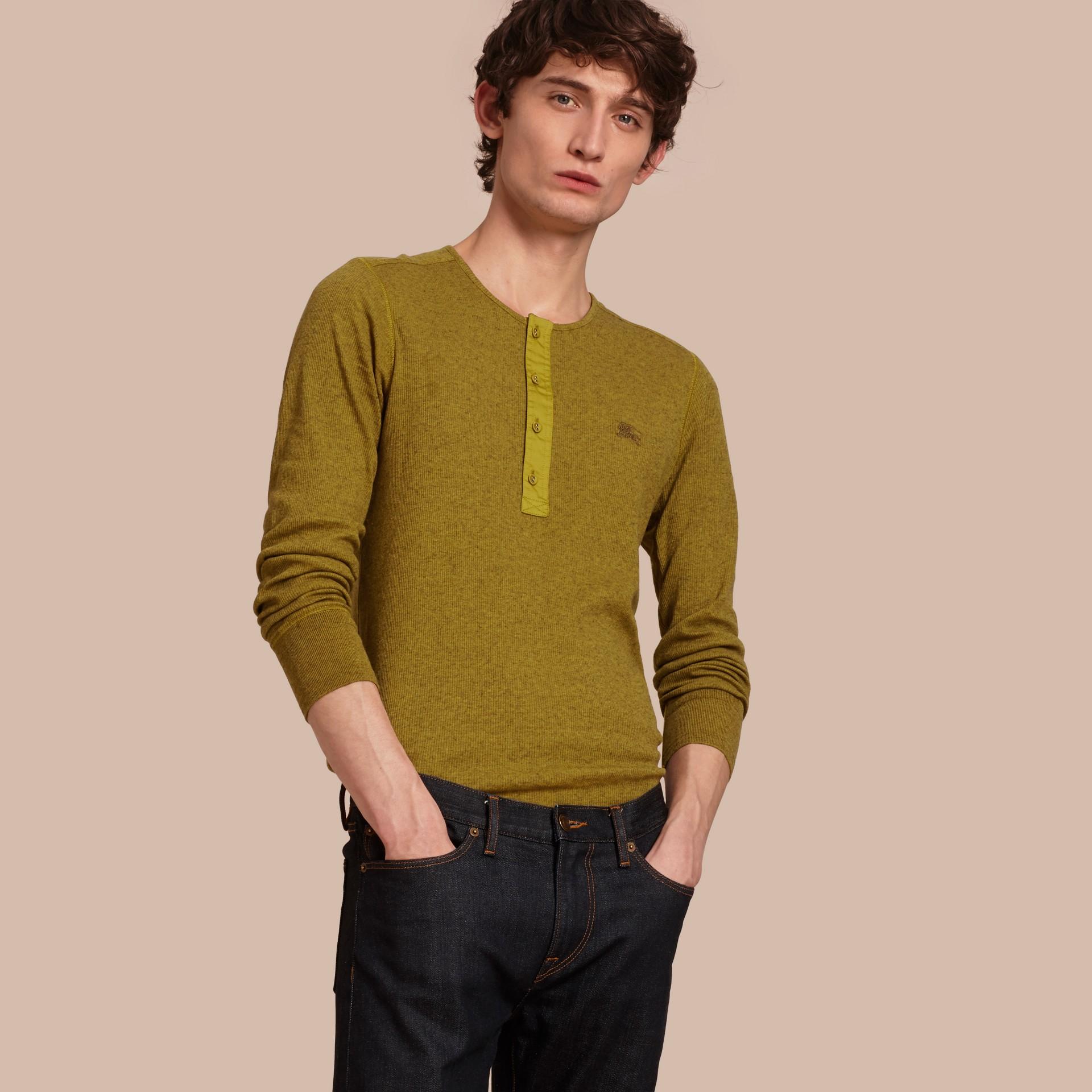 Olive green Camisa Henley de lã e algodão canelados Olive Green - galeria de imagens 1
