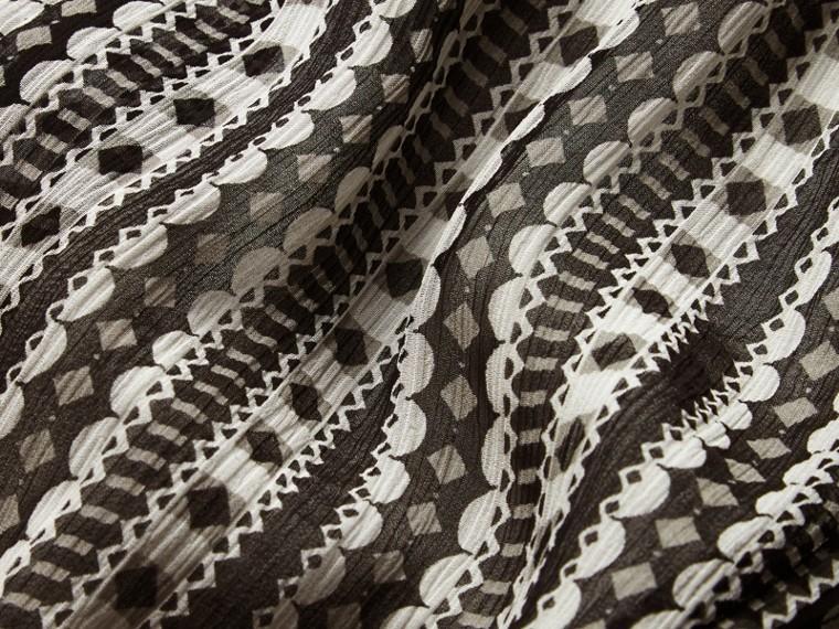 Blanc Robe en soie à imprimé géométrique avec nervures - cell image 1
