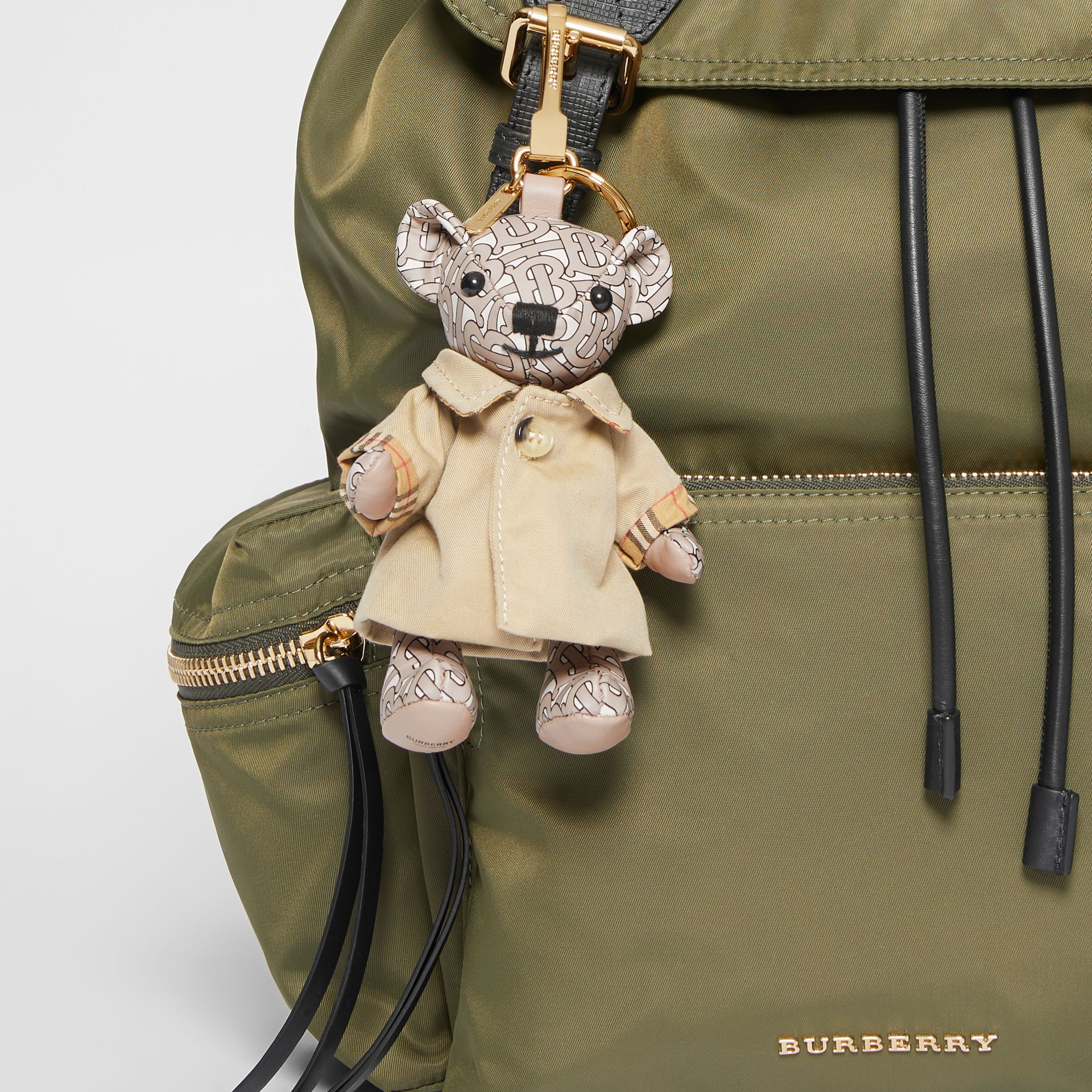 Ciondolo orsetto Thomas con trench coat (Beige) - Donna | Burberry - immagine della galleria 4