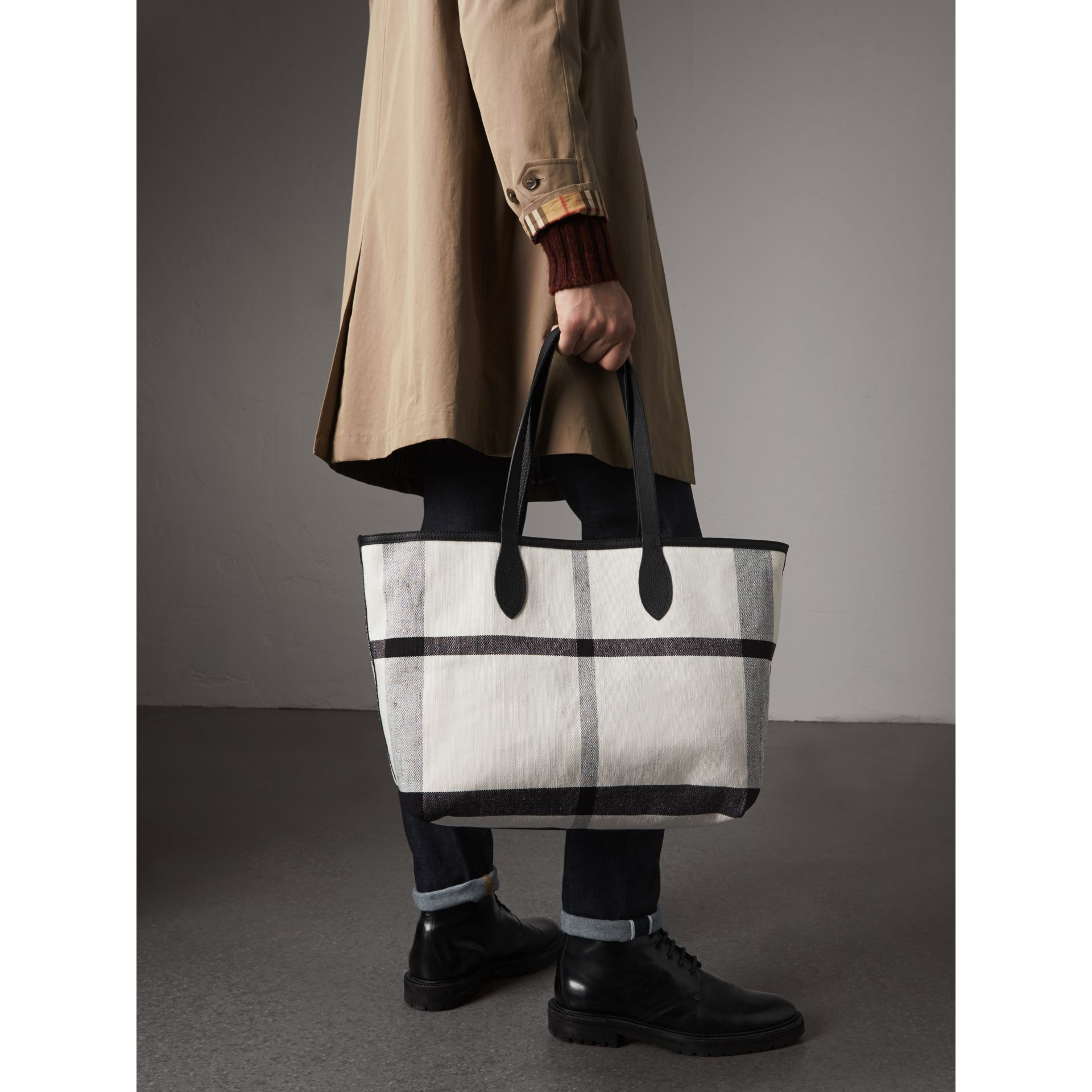 The Medium Reversible Doodle Tote in White/black | Burberry - gallery image 3