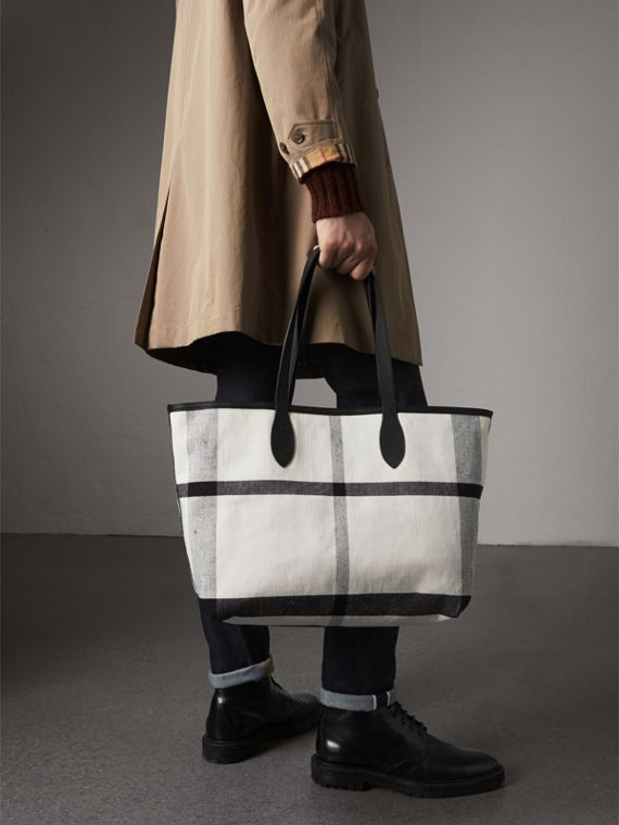 The Medium Reversible Doodle Tote in White/black | Burberry - cell image 3