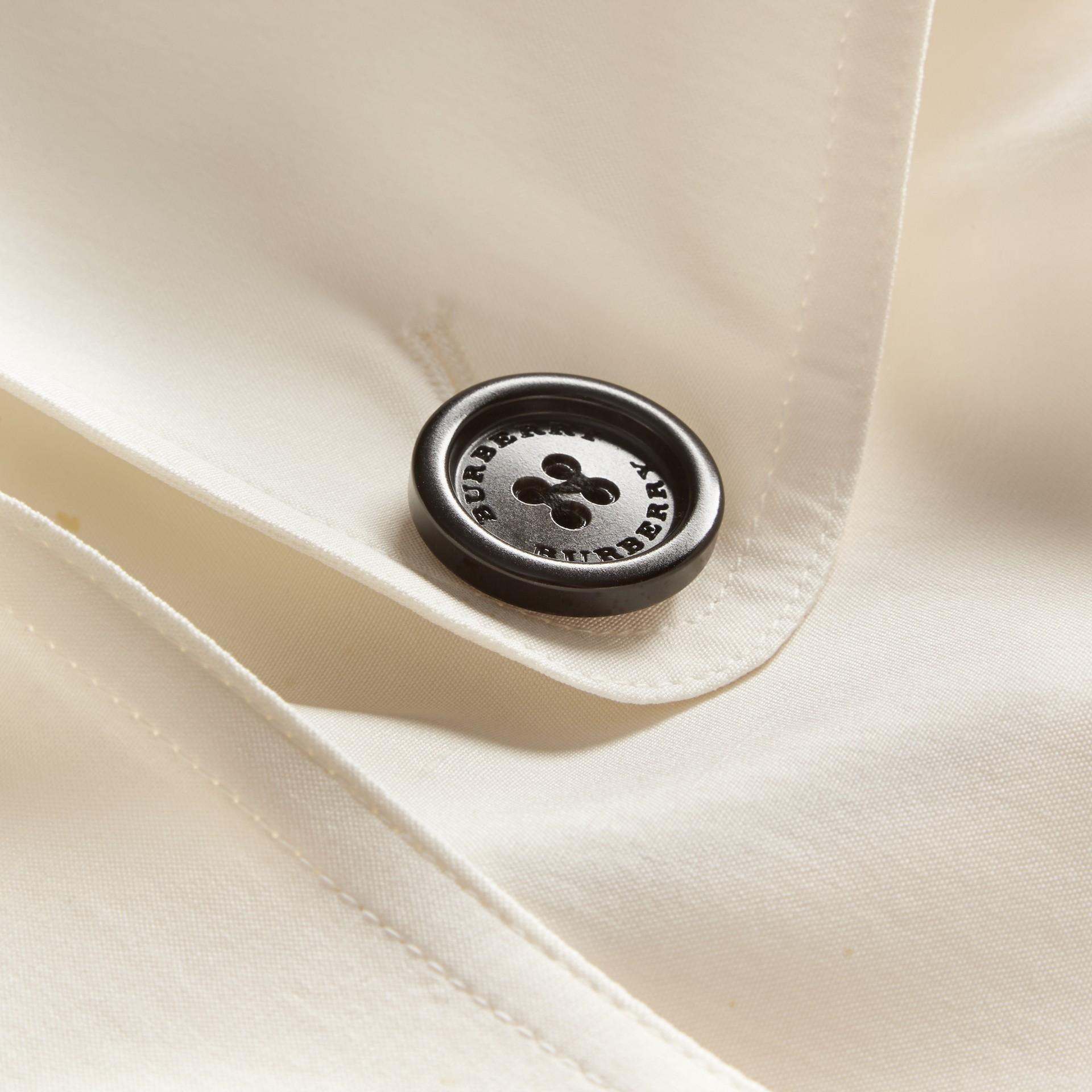 Parchemin Trench-coat en soie avec détails oversize Parchemin - photo de la galerie 2