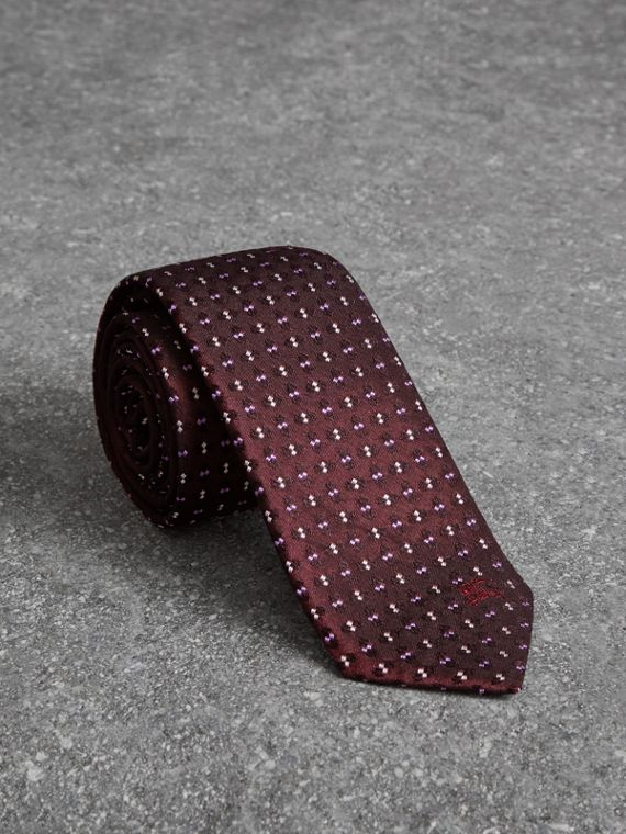 Slim Cut Geometric Silk Jacquard Tie in Deep Claret