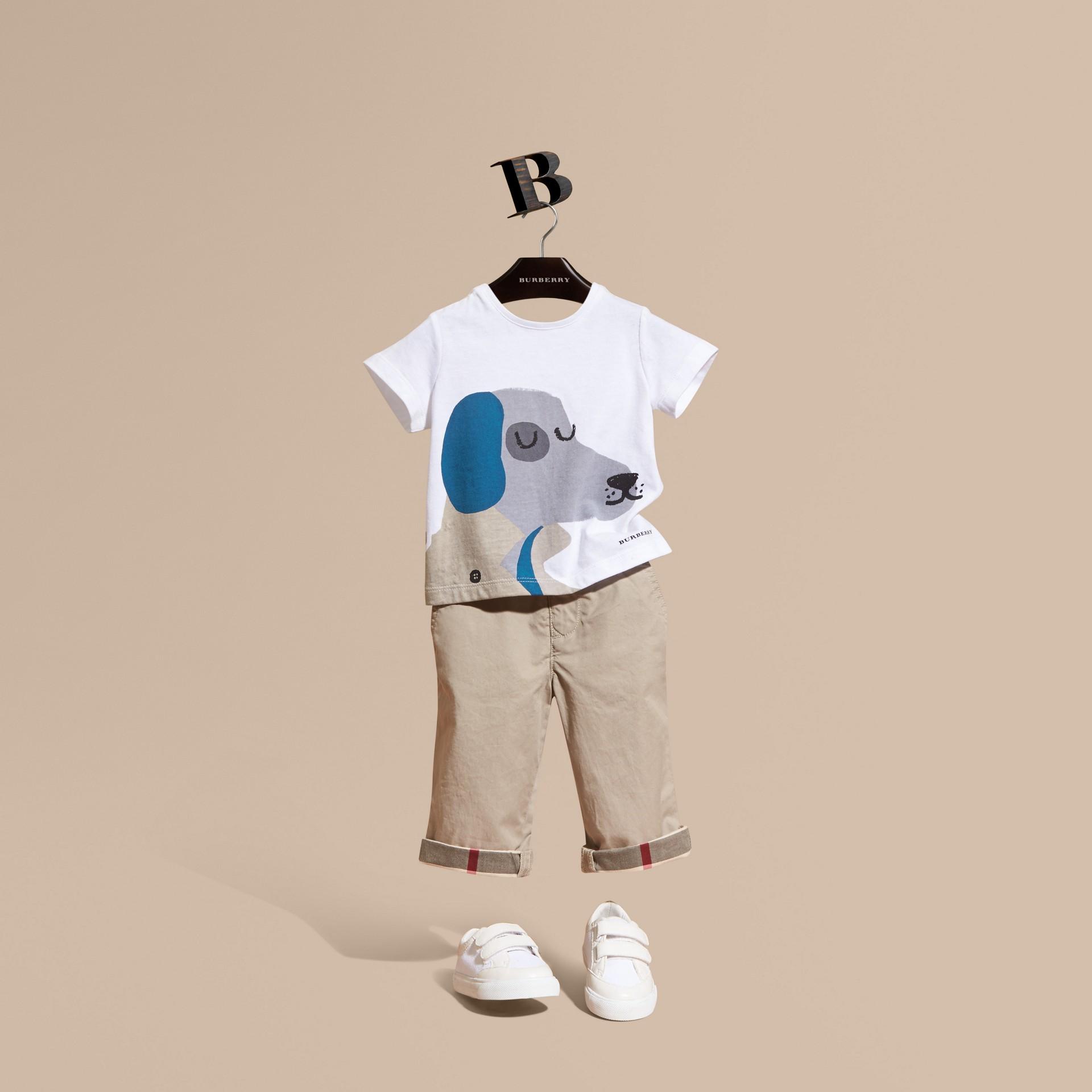 Bianco T-shirt in cotone con cane - immagine della galleria 1