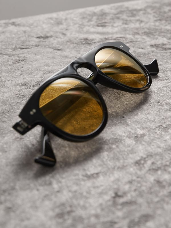 The Keyhole Round Frame Sunglasses in Black/yellow | Burberry Hong Kong - cell image 2