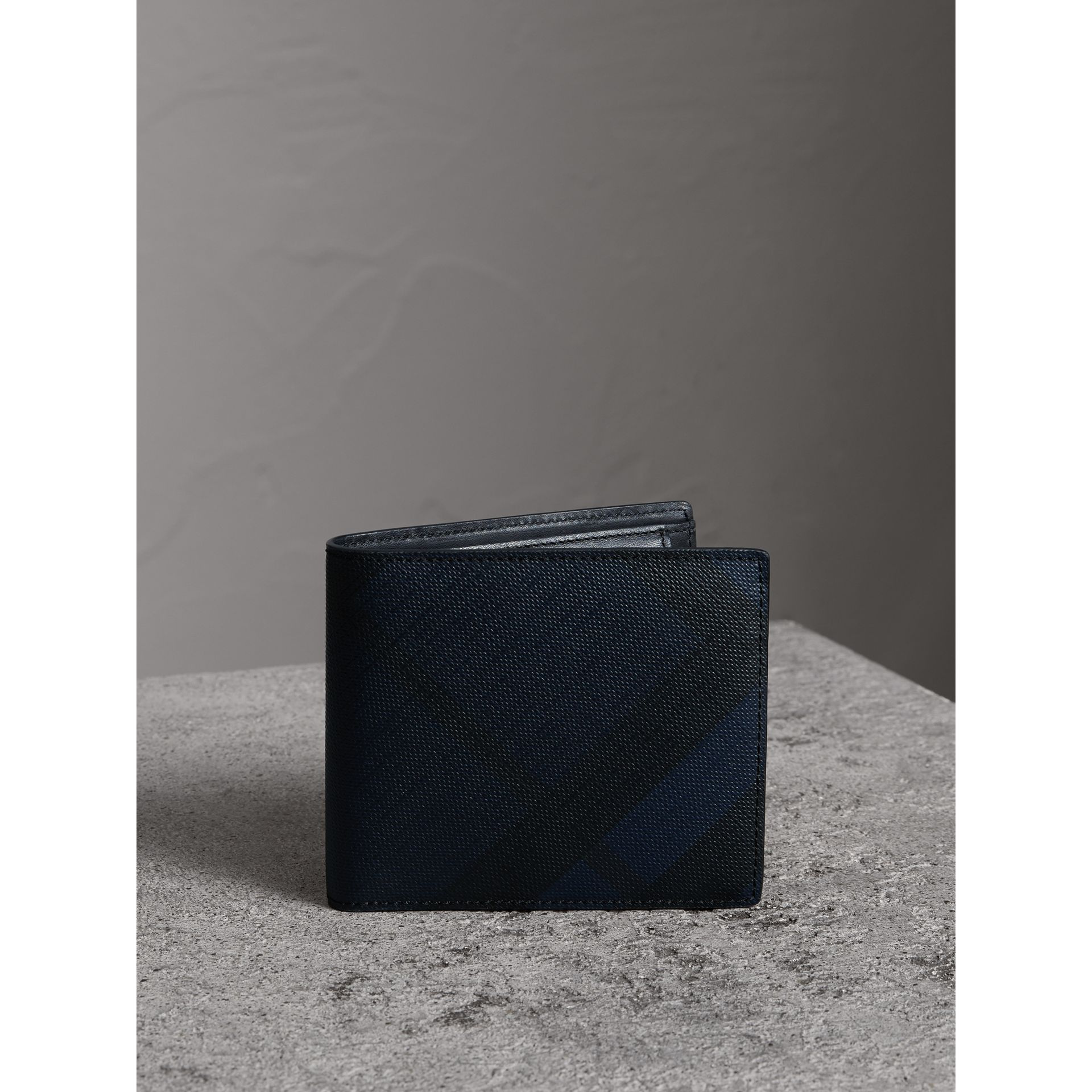 London Check International Bifold Coin Wallet in Navy/black - Men | Burberry Canada - gallery image 4