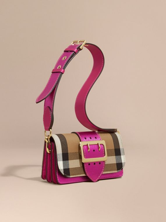 Borsa The Buckle piccola con motivo House check e pelle Rosa Intenso