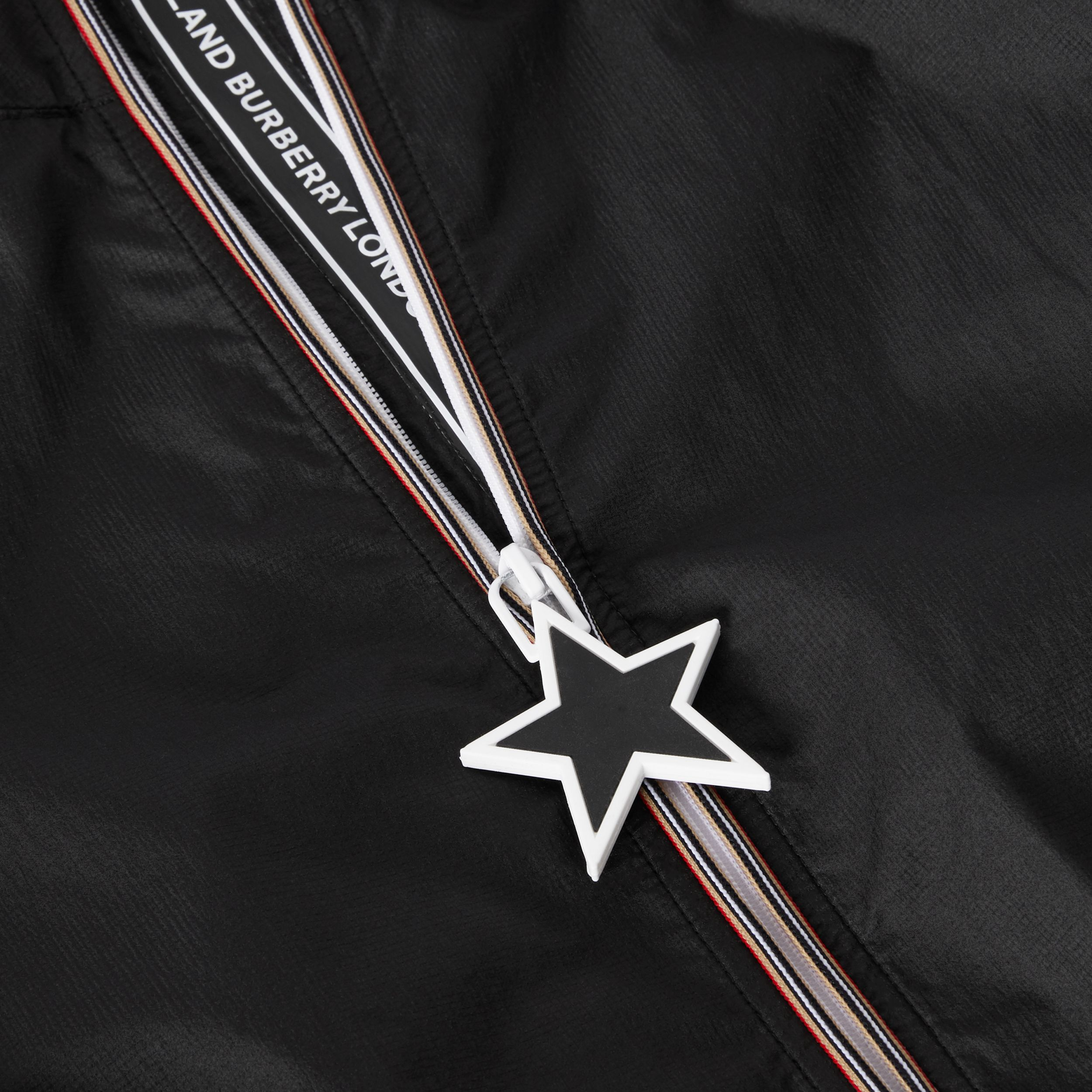 Star Detail Logo Print Lightweight Hooded Jacket in Black | Burberry Australia - 2