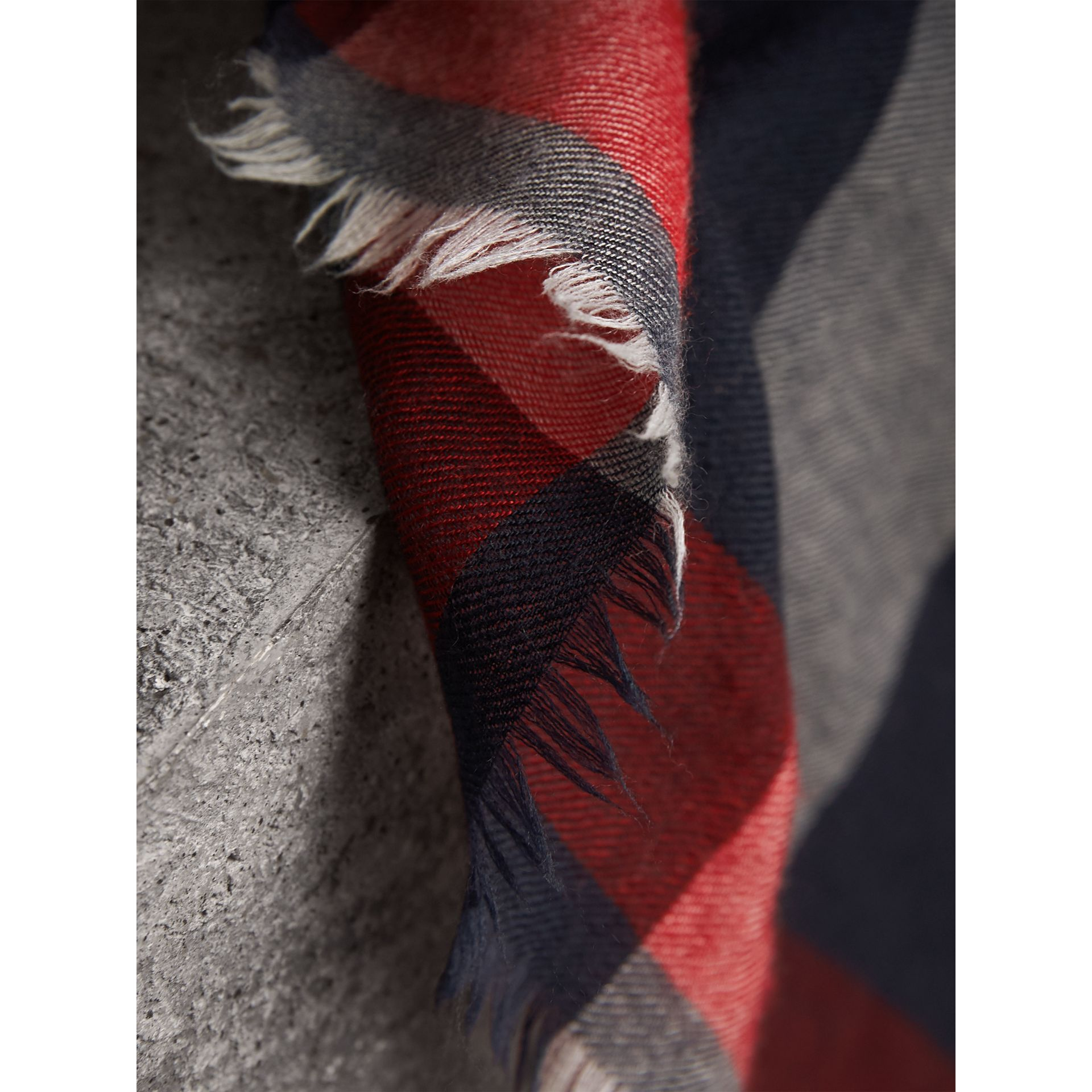 The Lightweight Check Cashmere Scarf in Navy | Burberry United Kingdom - gallery image 4