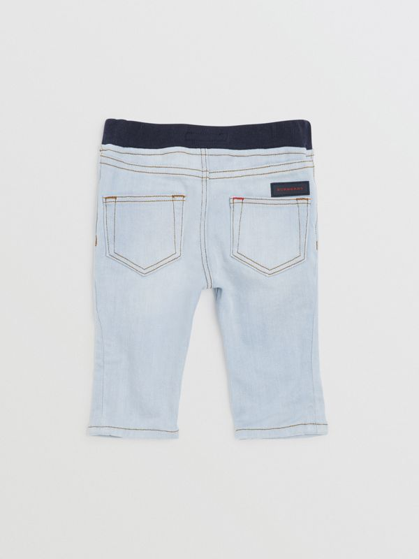 Jean casual en denim stretch (Bleu Clair) - Enfant | Burberry Canada - cell image 3