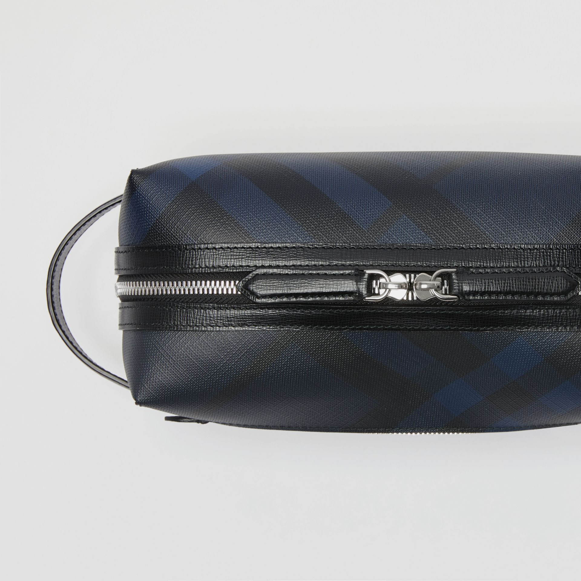 Trousse con pelle e motivo London check (Navy/nero) | Burberry - immagine della galleria 1