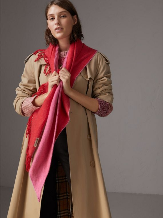 The Burberry Bandana in cashmere (Rosso Acceso)