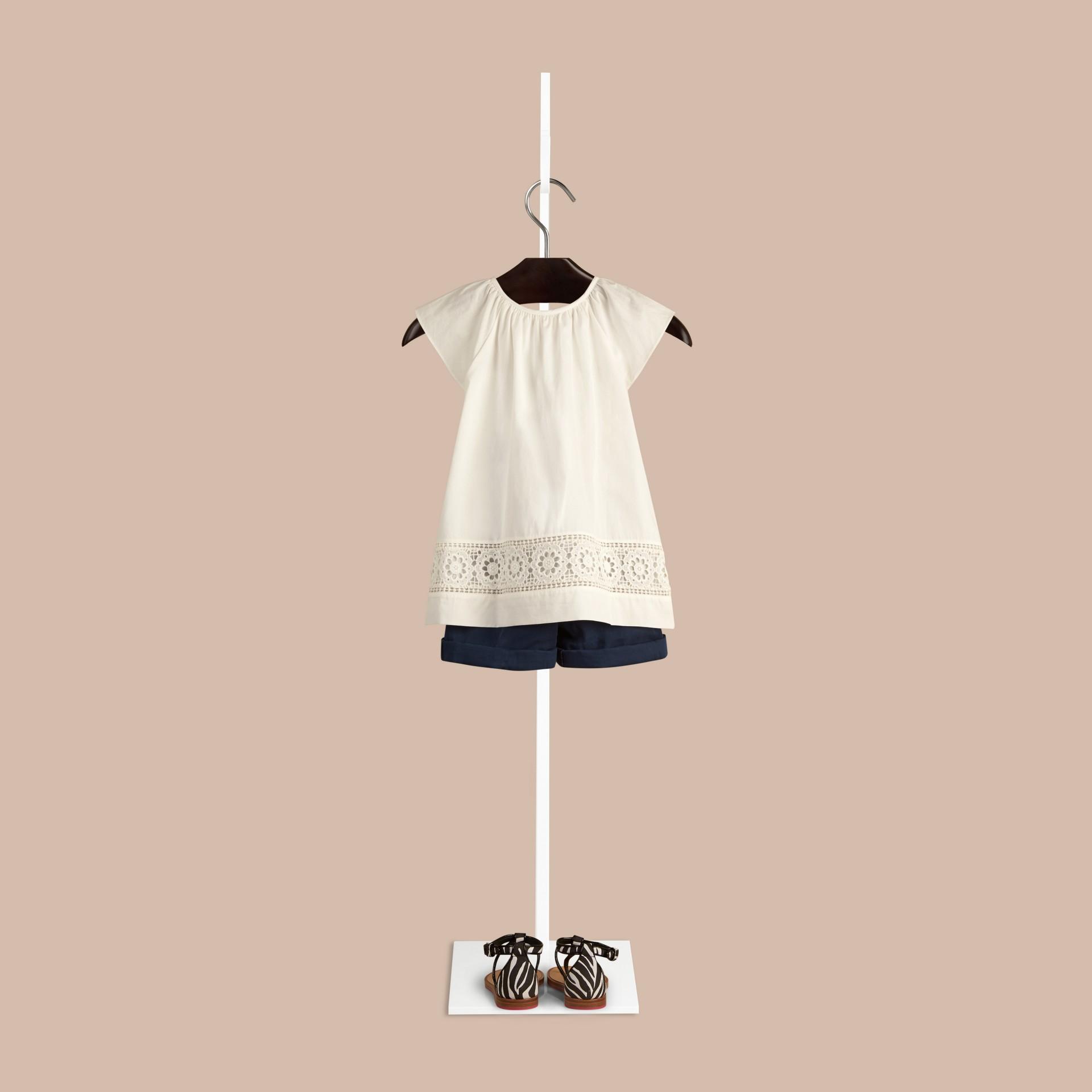Blanco Blusa en algodón con detalle de encaje - imagen de la galería 2