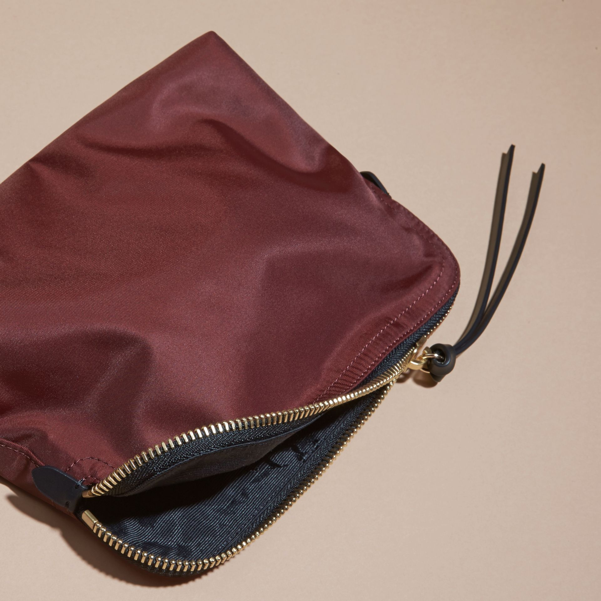 Burgundy red Zip-top Technical Nylon Pouch Burgundy Red - gallery image 4