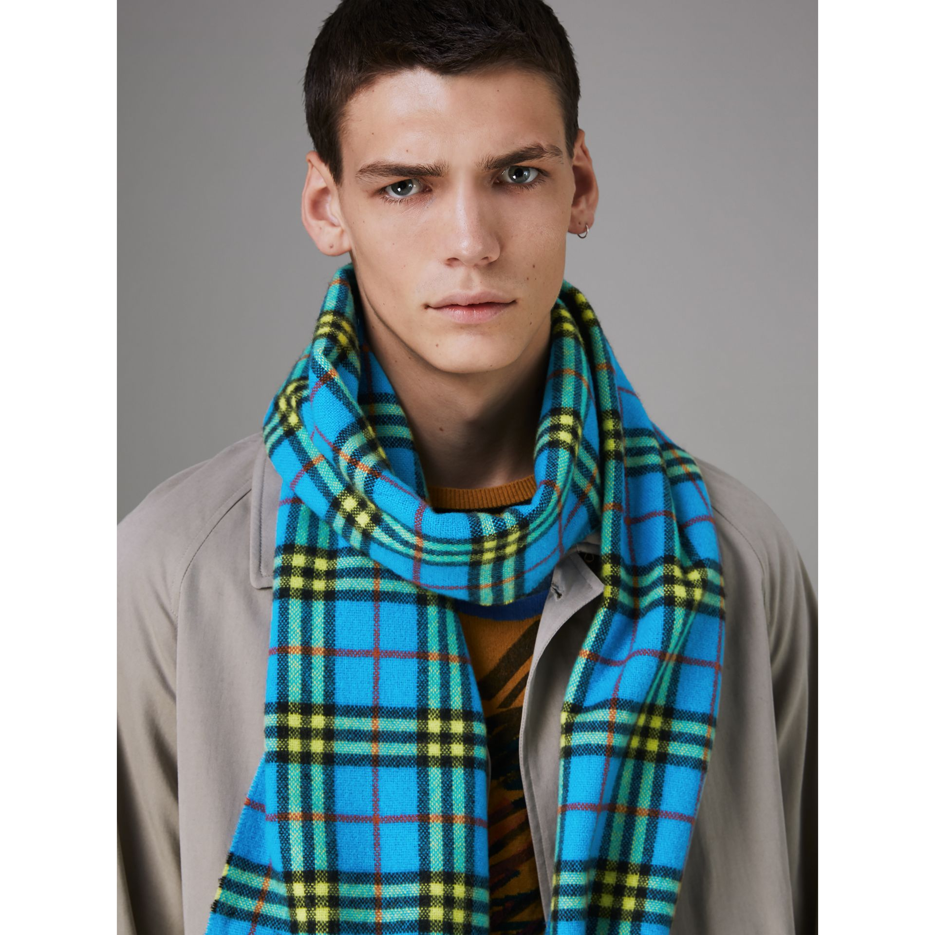 Check Cashmere Scarf in Bright Sky Blue | Burberry - gallery image 3