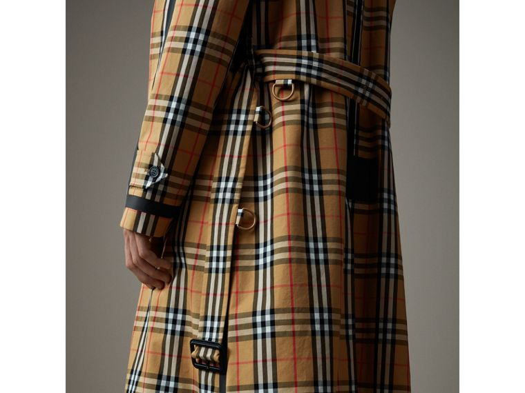 Car coat dupla face de gabardine com estampa Vintage Check (Amarelo Antigo) - Homens | Burberry - cell image 1
