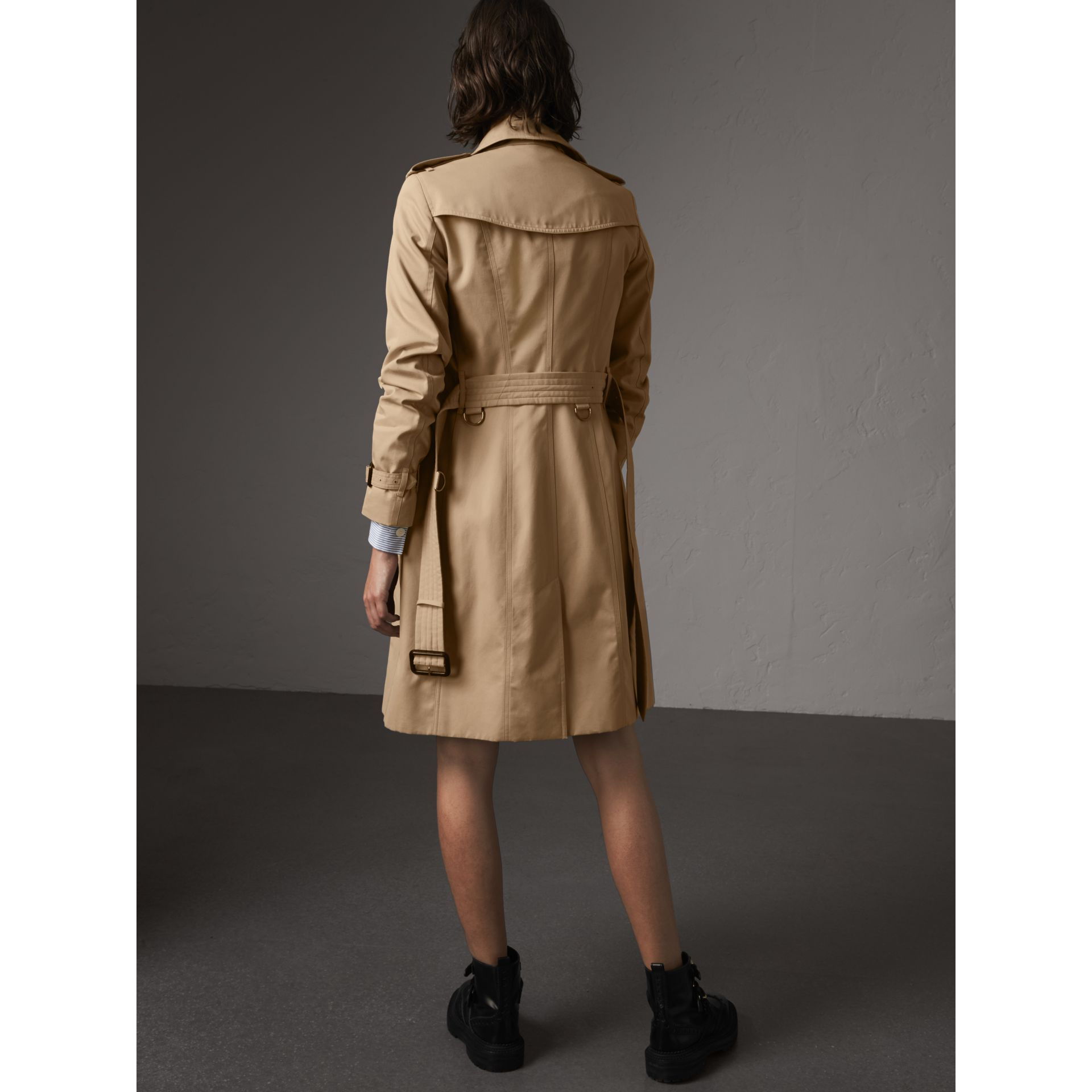 The Sandringham – Long Trench Coat in Honey - Women | Burberry Australia - gallery image 3