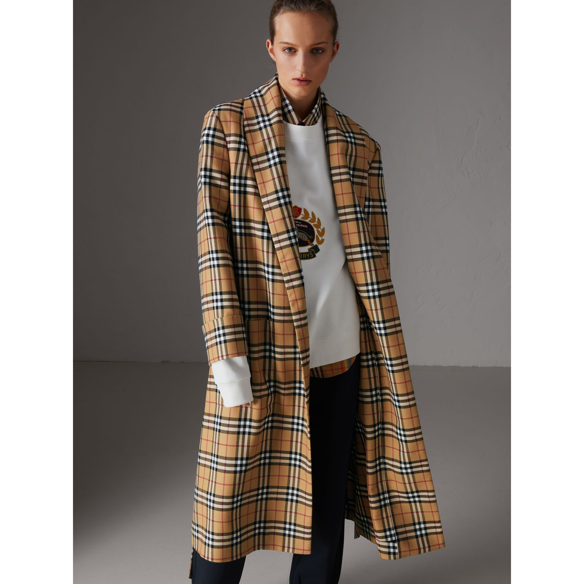 Manteau peignoir à motif Vintage check revisité (Jaune Antique) - Femme | Burberry - photo de la galerie 6