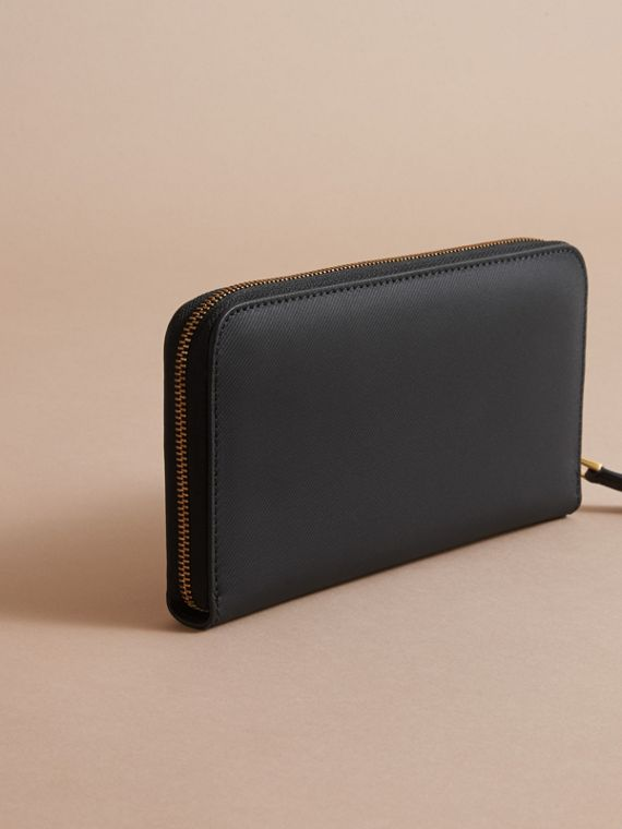 Trench Leather Ziparound Wallet in Black - Women | Burberry Hong Kong - cell image 3