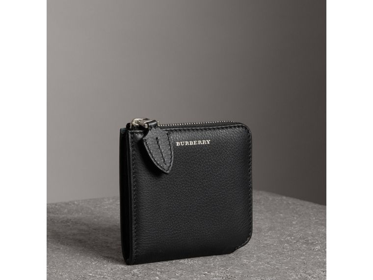 Grainy Leather Square Ziparound Wallet in Black - Women | Burberry United States - cell image 4
