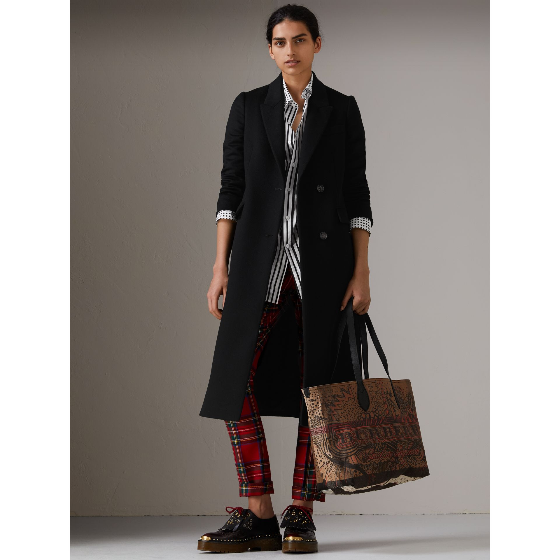 The Medium Doodle Tote in wendbarem Design (Classic Check) | Burberry - Galerie-Bild 2