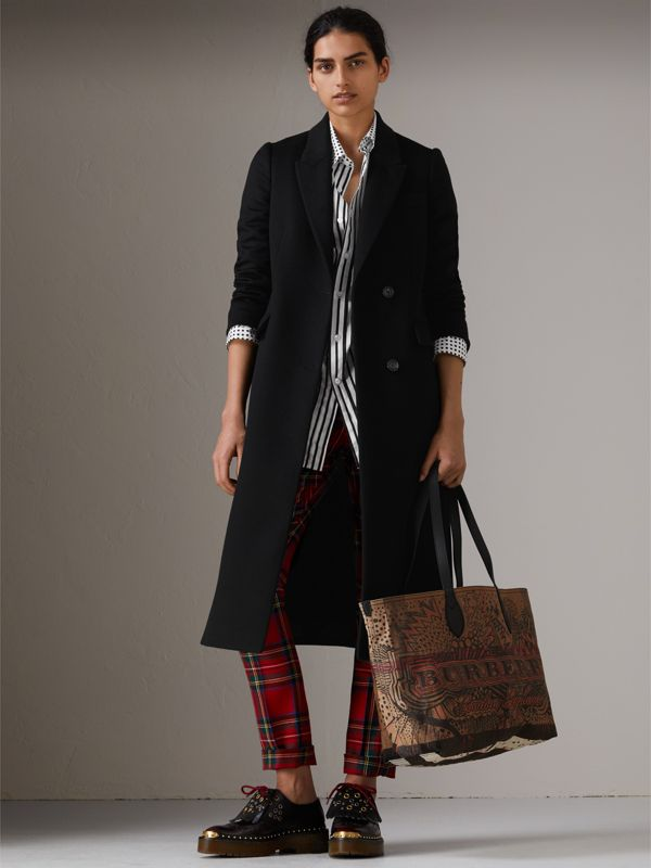 The Medium Reversible Doodle Tote in Classic Check | Burberry - cell image 2
