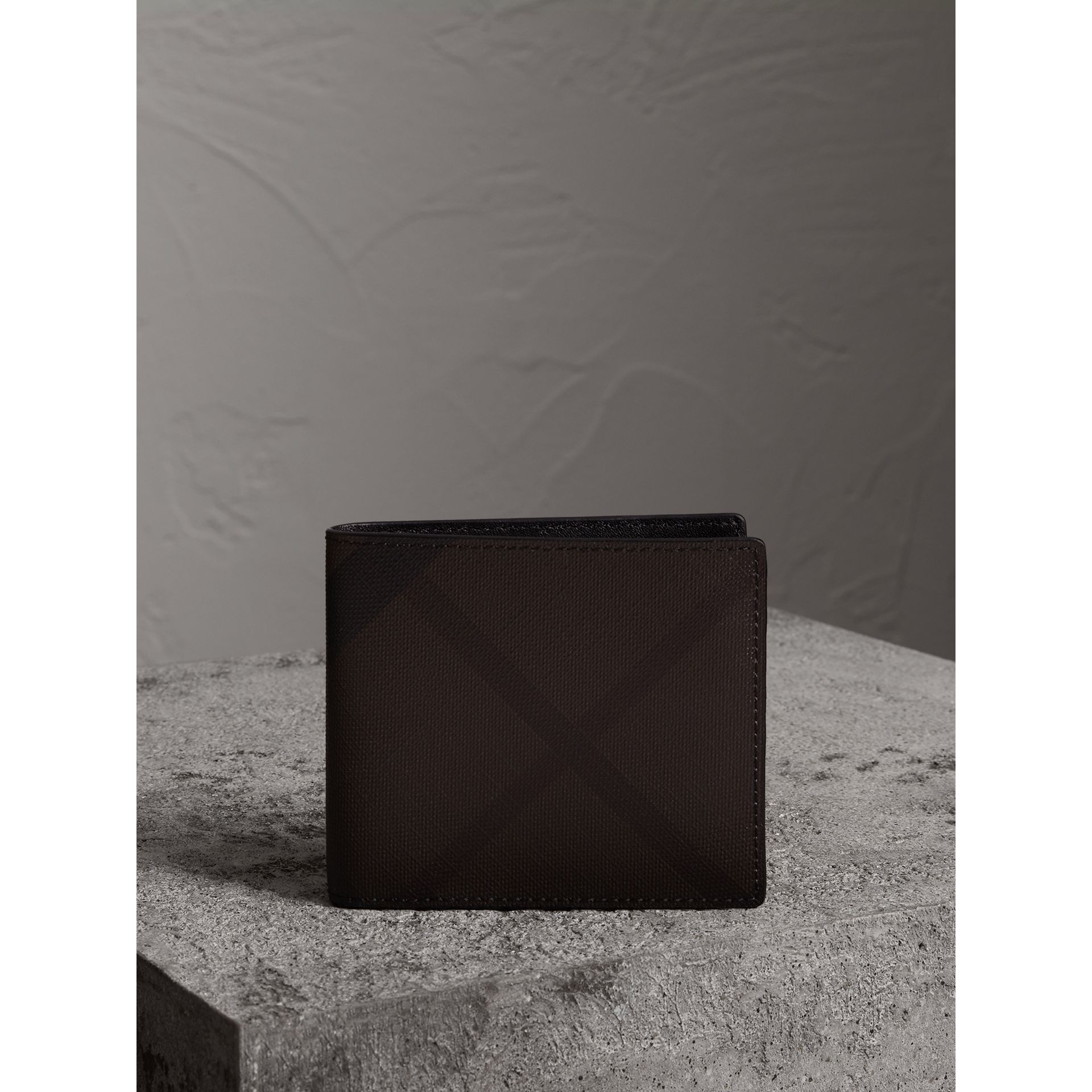 London Check International Bifold Wallet in Chocolate/black - Men | Burberry - gallery image 5