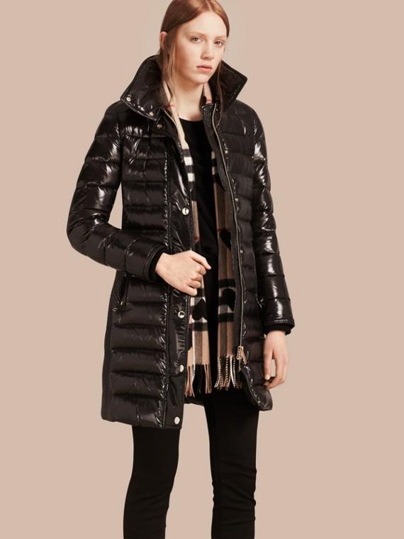 Manteau rembourré en duvet à capuche amovible bordée de fourrure Noir