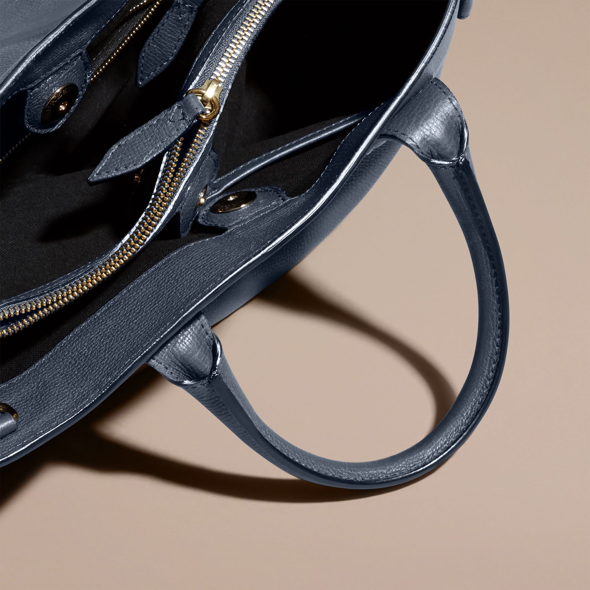 The Medium Banner in Leather and House Check in Ink Blue - Women | Burberry - gallery image 6
