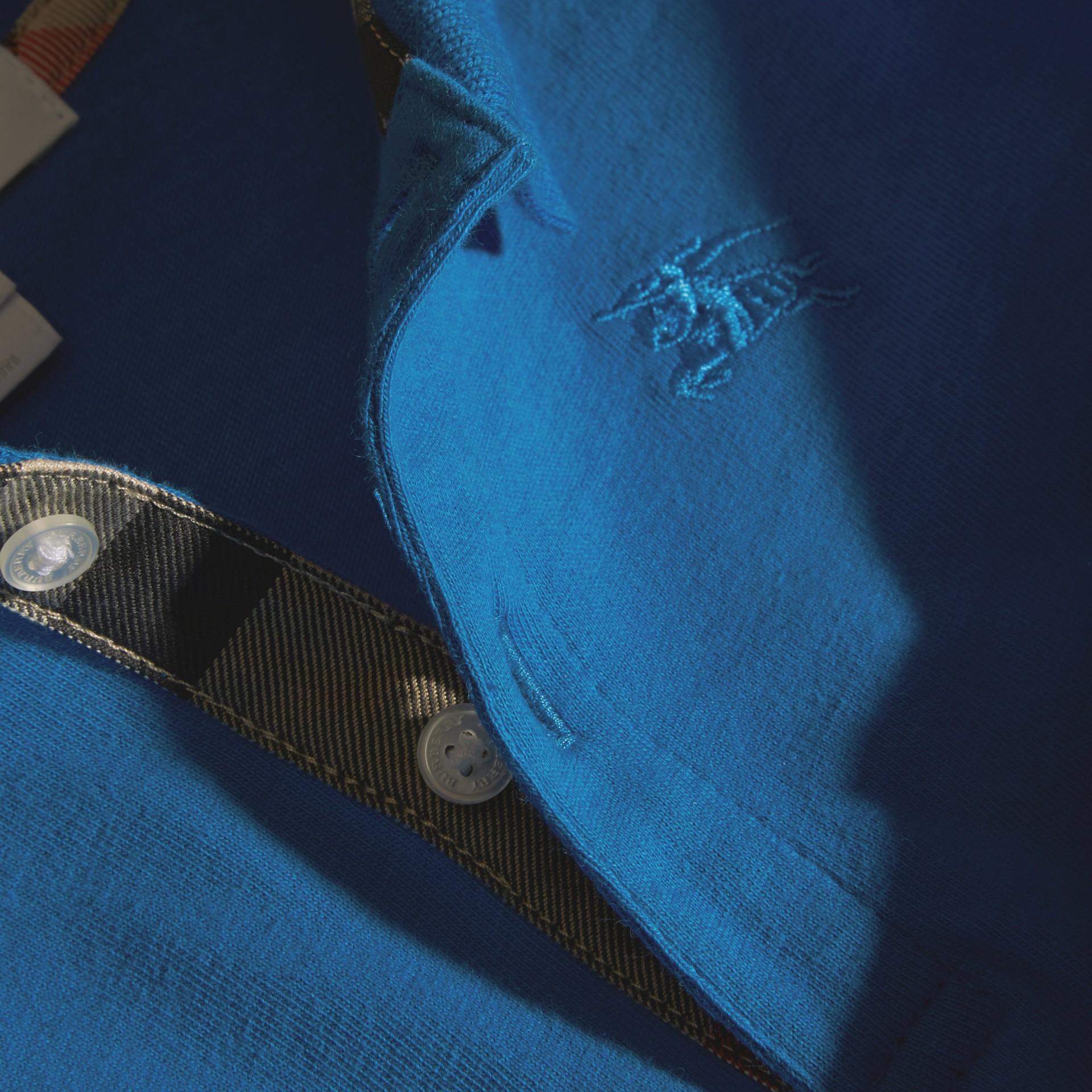 브라이트 오팔 체크 트리밍 롱 슬리브 코튼 폴로 셔츠 브라이트 오팔 - 갤러리 이미지 2