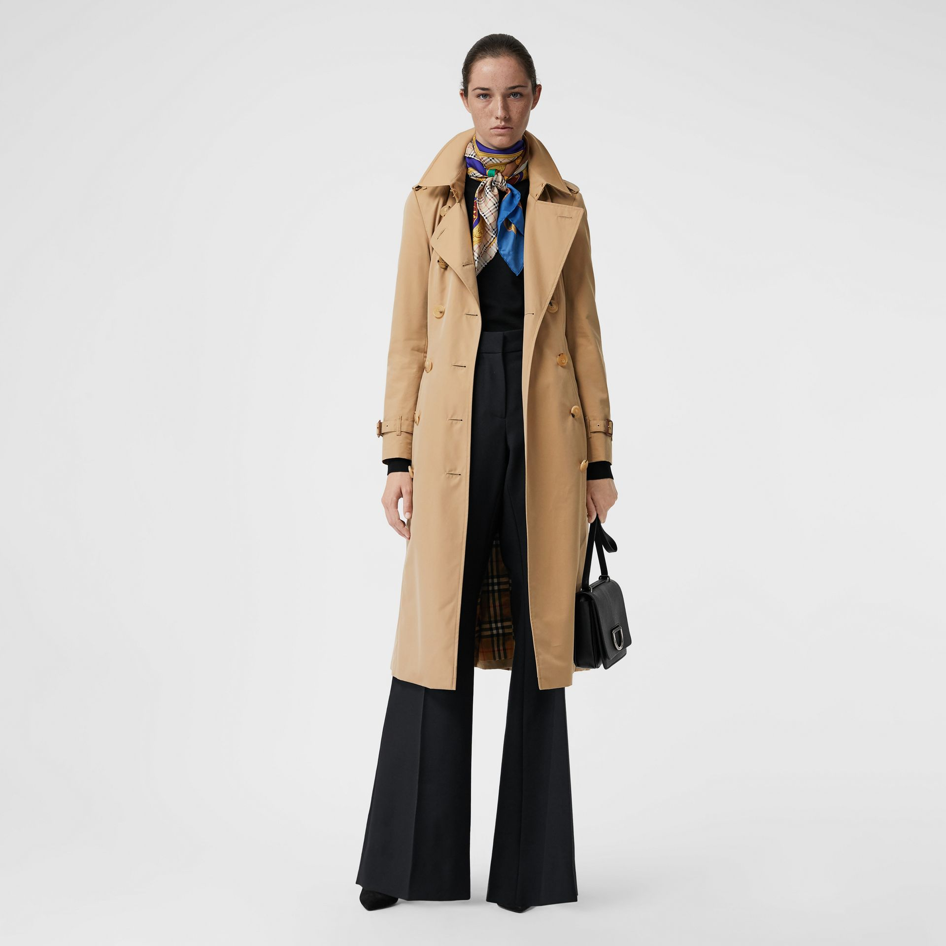 The Long Chelsea Heritage Trench Coat in Honey - Women | Burberry Australia - gallery image 6