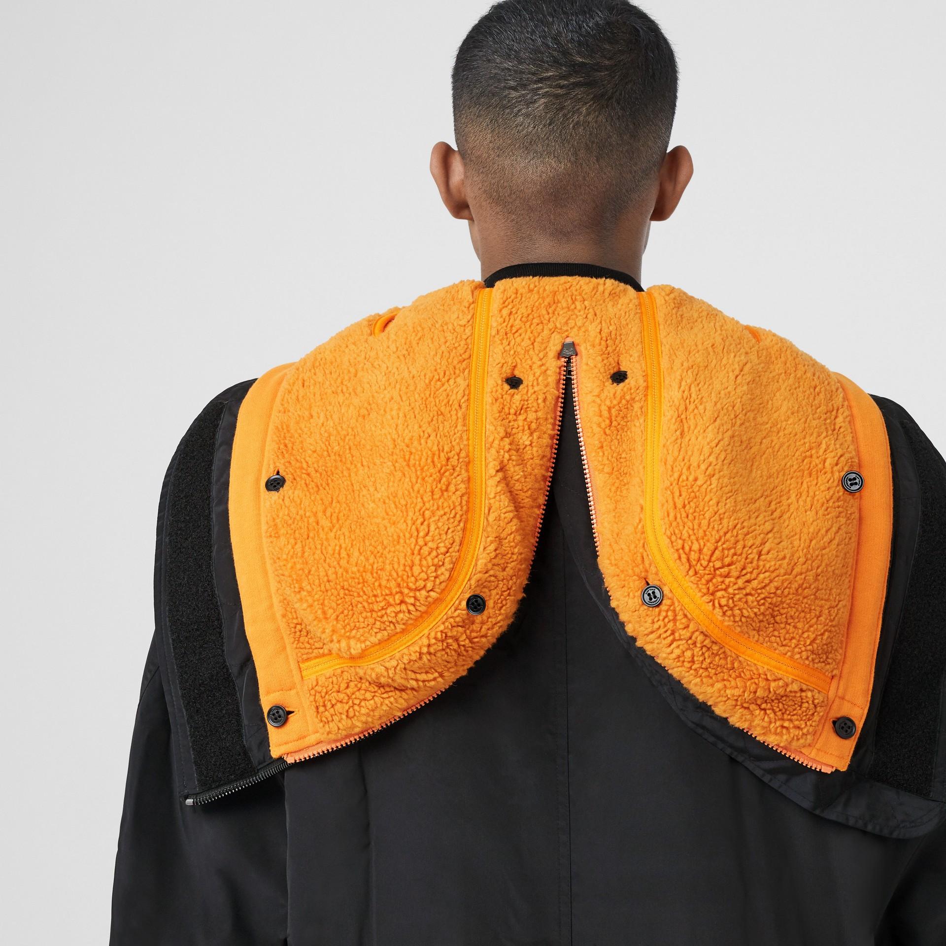 Parka in nylon di seta con imbottitura staccabile foderata in pile (Nero) - Uomo | Burberry - immagine della galleria 1