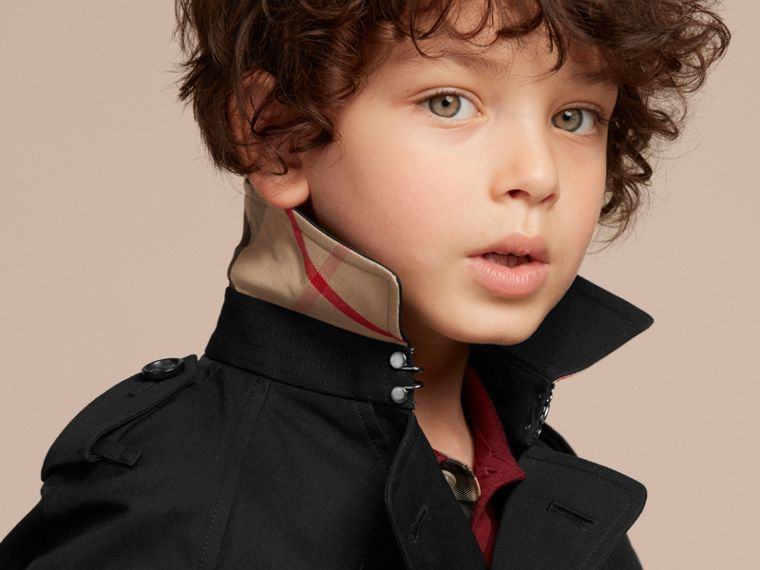 The Wiltshire – Heritage Trench Coat in Black - Boy | Burberry - cell image 1