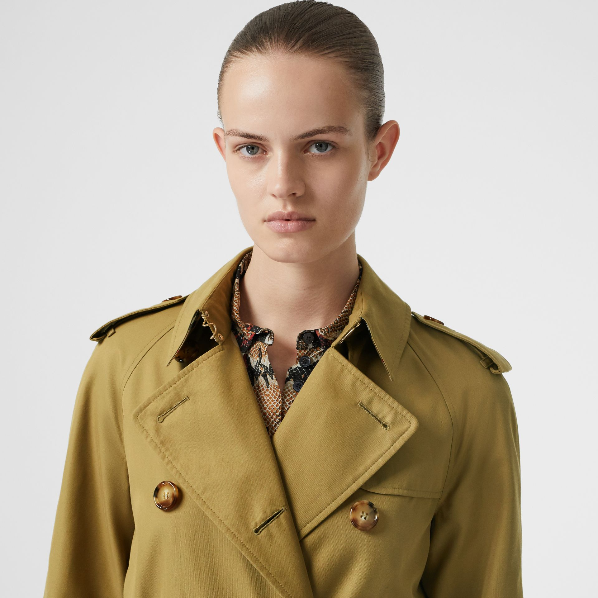 The Waterloo Trench Coat in Rich Olive - Women | Burberry United Kingdom - gallery image 4