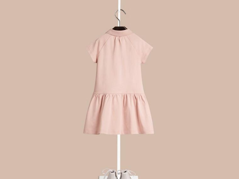 Kreidefarben-rosa T-Shirtkleid aus einer Baumwollmischung mit Check-Knopfleiste Kreidefarben-rosa - cell image 1
